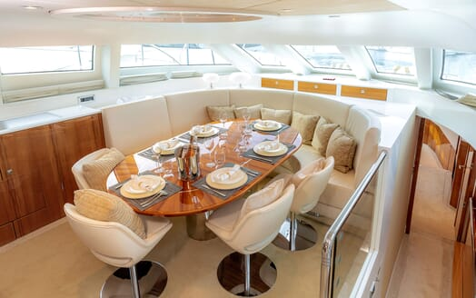 Motor Yacht SEA BREEZE ONE Dining Table
