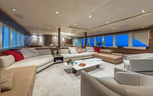 Motor Yacht Big Sky Main Saloon