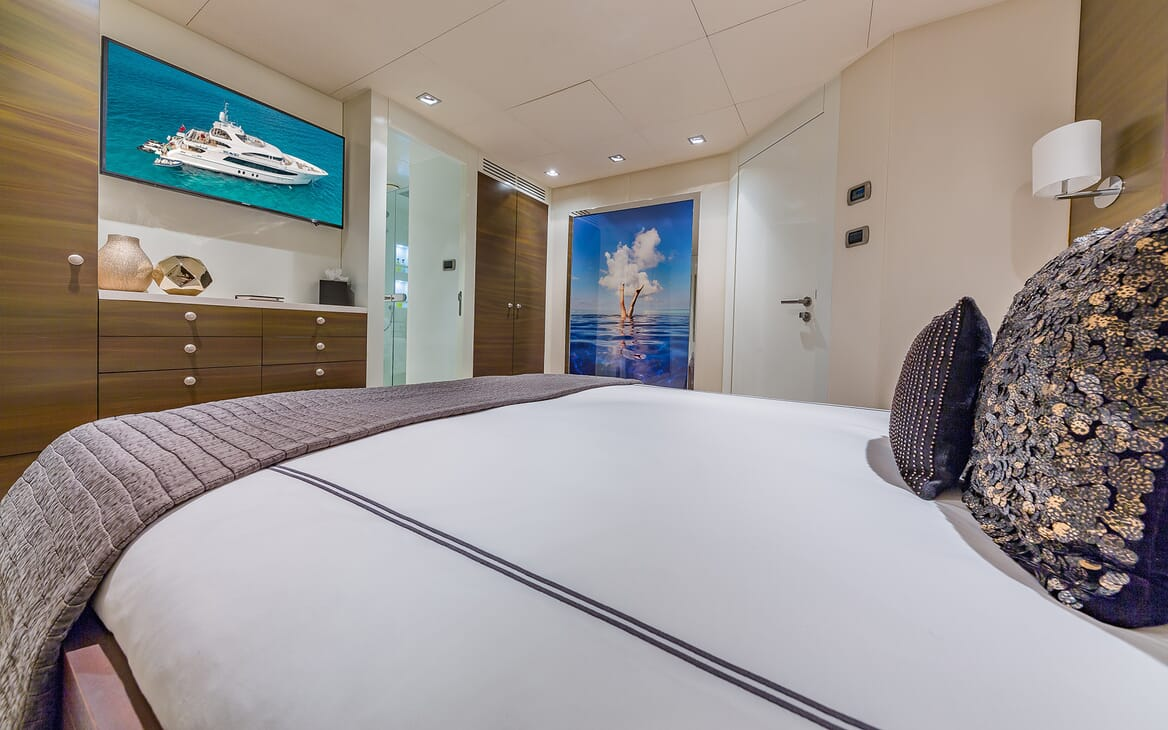 Motor Yacht Big Sky Guest Stateroom