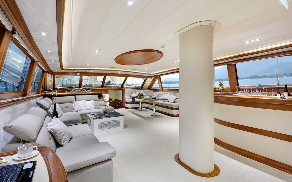 Sailing Yacht Alessandro saloon