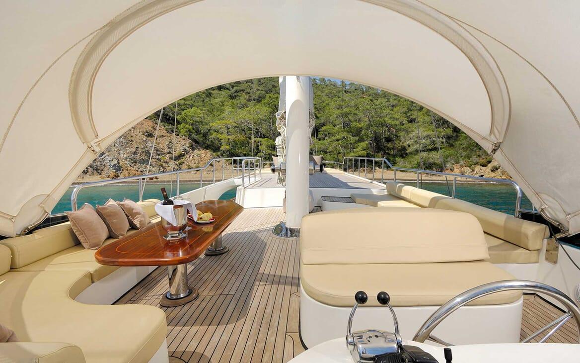 Sailing Yacht Alessandro main deck