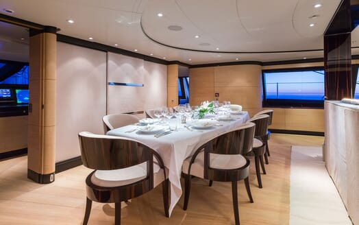 Sailing Yacht Q Dining Table