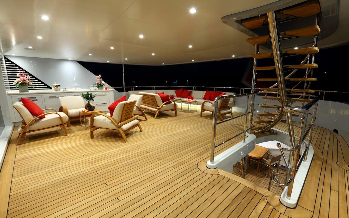 Motor Yacht 2 Ladies main deck