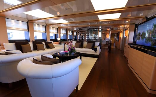 Motor Yacht 2 Ladies saloon