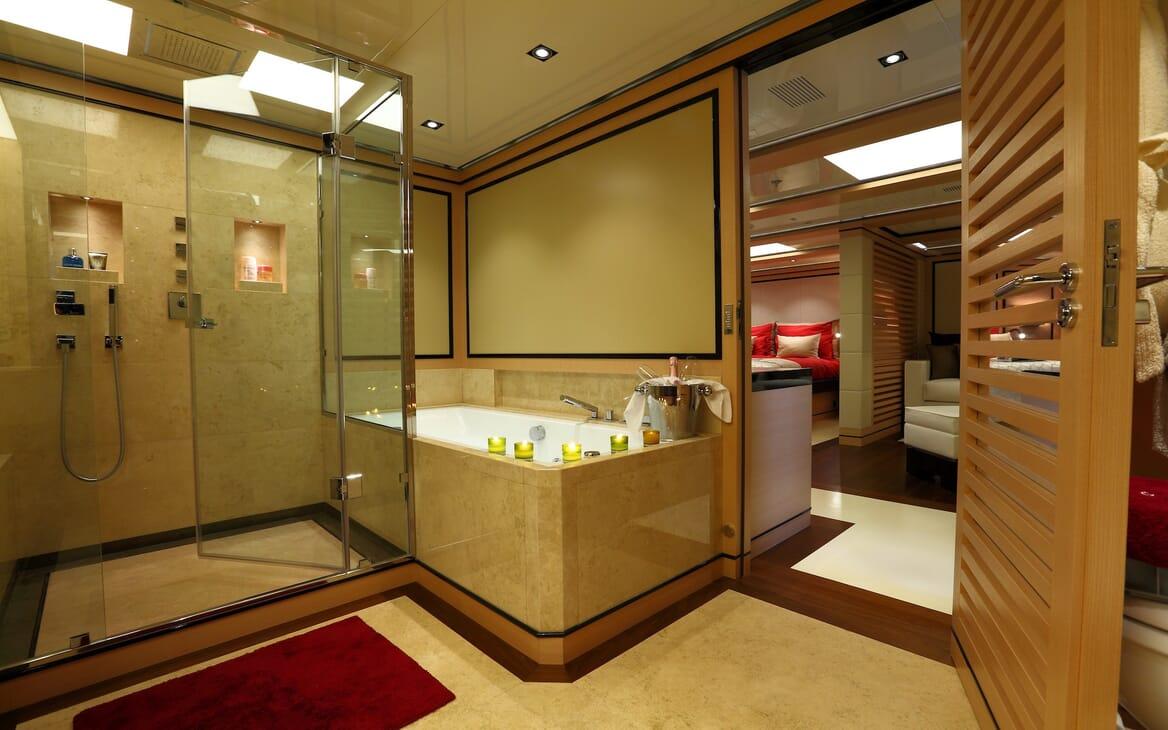 Motor Yacht 2 Ladies master bathroom