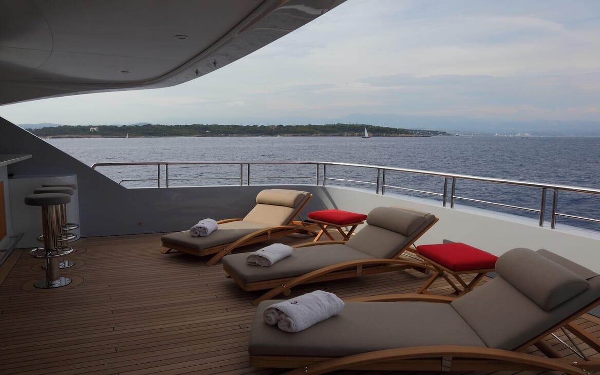 Motor Yacht 2 Ladies aft seating