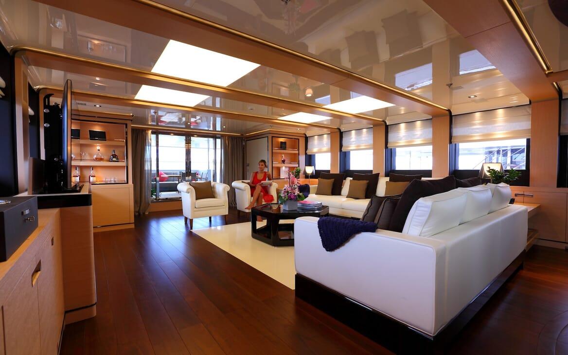 Motor Yacht 2 Ladies living area