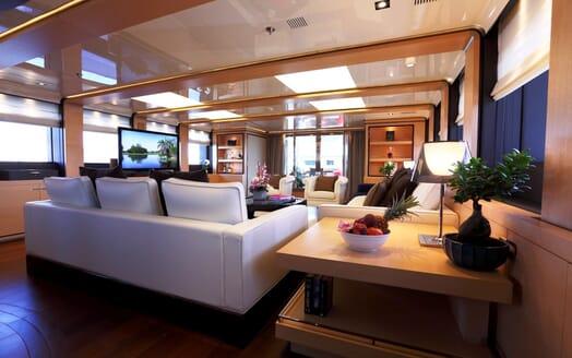 Motor Yacht 2 Ladies main saloon