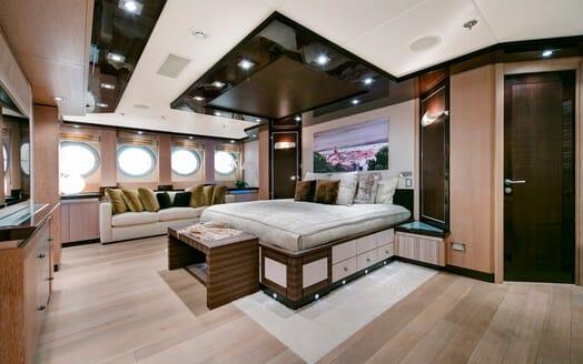 Motor Yacht Silver Wave master cabin