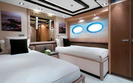 Motor Yacht Silver Wave twin cabin