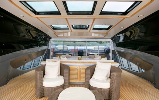 Motor Yacht Silver Wave deck