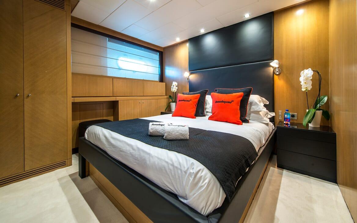 Motor Yacht Hooligan II Guest Stateroom