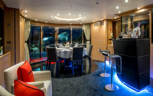 Motor Yacht Hooligan II Dining Room