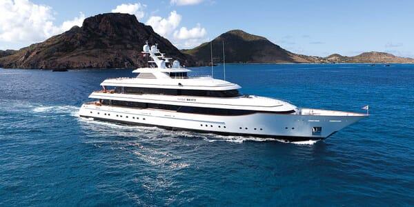 Motor Yacht Lady Britt cruising
