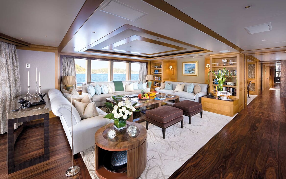 Motor Yacht Lady Britt saloon