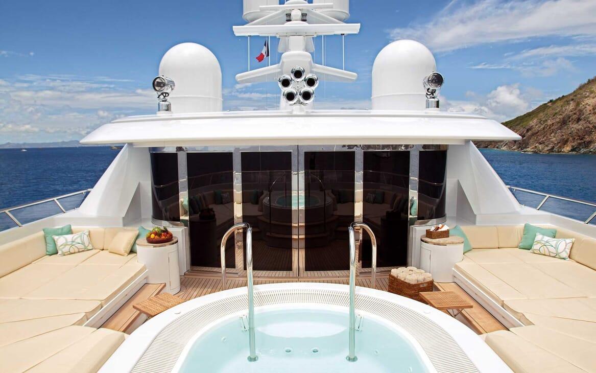 Motor Yacht Lady Britt hot tub