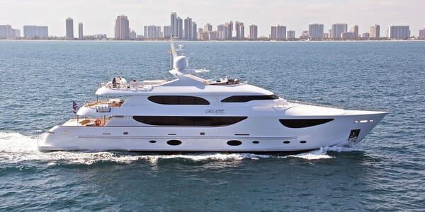 Motor Yacht DREAMER Profile Underway