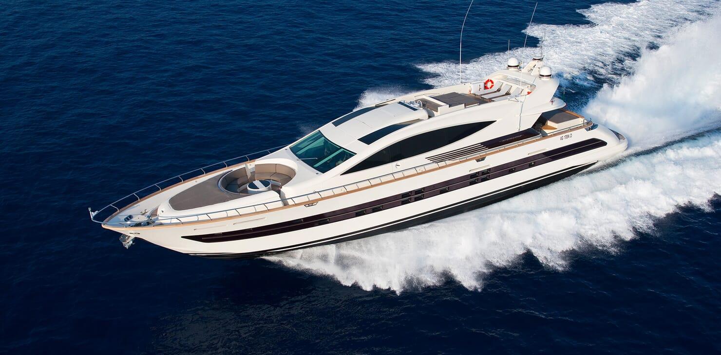 Motor Yacht Toby running shot