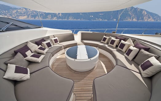 Motor Yacht Toby outdoor seating area