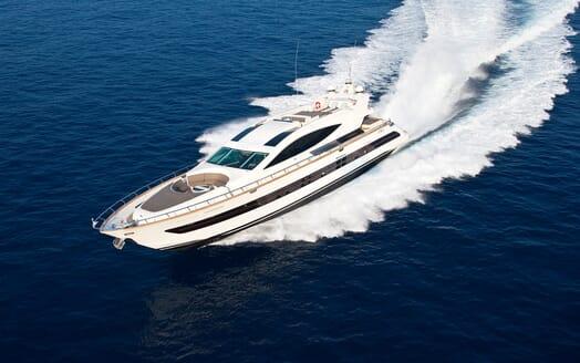 Motor Yacht Toby cruising
