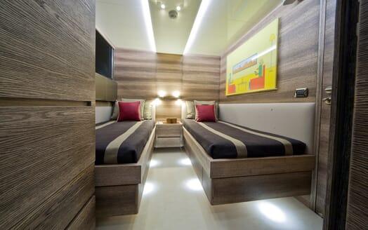 Motor Yacht Toby twin cabin