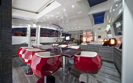 Motor Yacht Toby dining