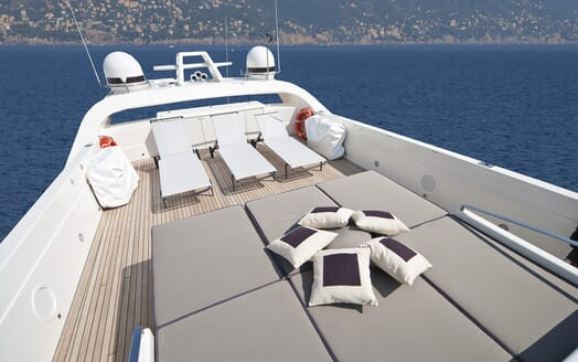 Motor Yacht Toby sun loungers