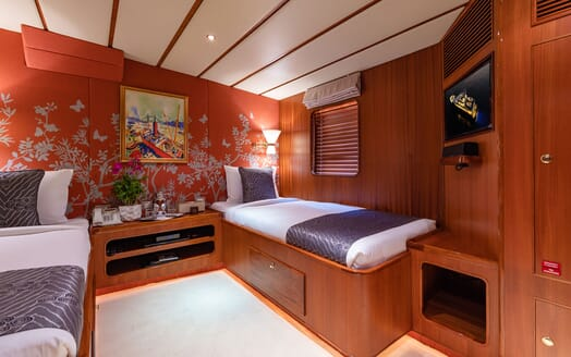 Motor Yacht NORTHERN SUN Guest Twin Stateroom