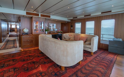 Motor Yacht NORTHERN SUN Main Deck Saloon Seating