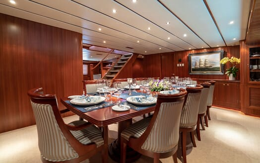 Motor Yacht NORTHERN SUN Dining Table