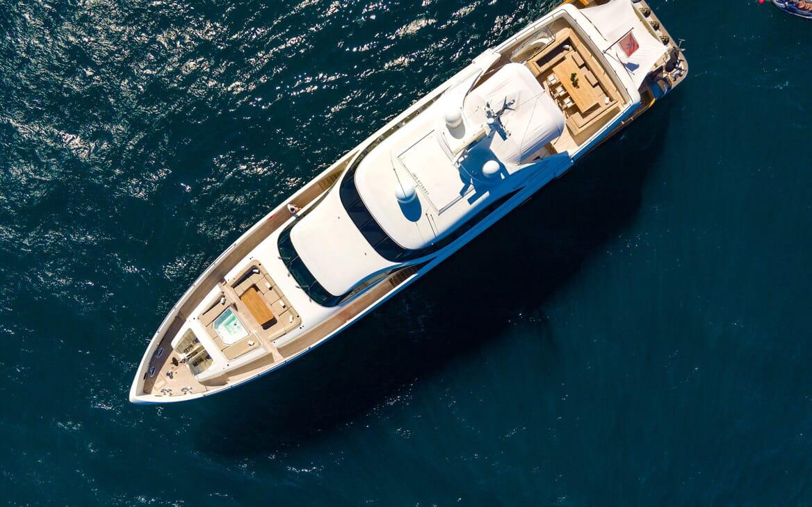 Motor Yacht Namaste 8 running shot