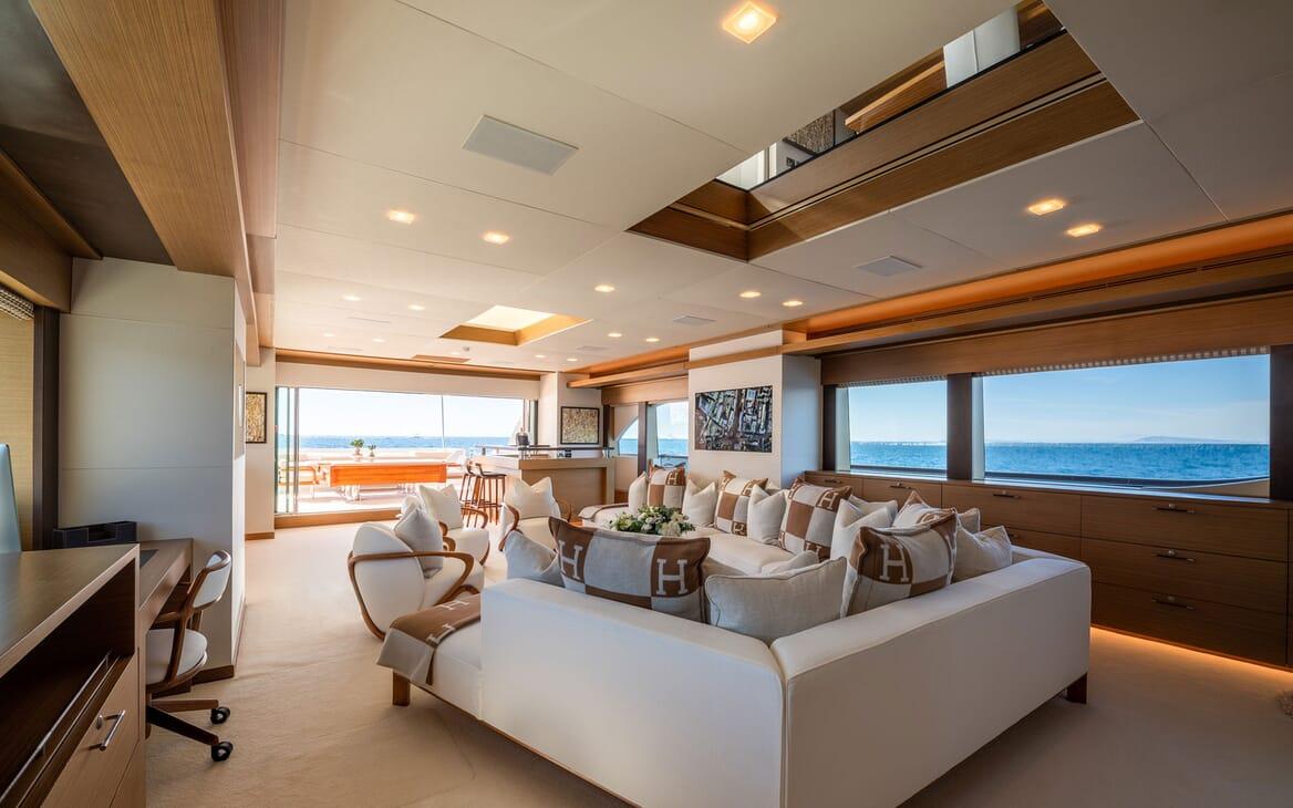 Motor Yacht Namaste 8 office