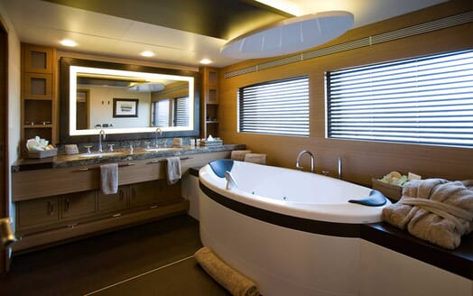 Motor Yacht Namaste 8 master bathroom