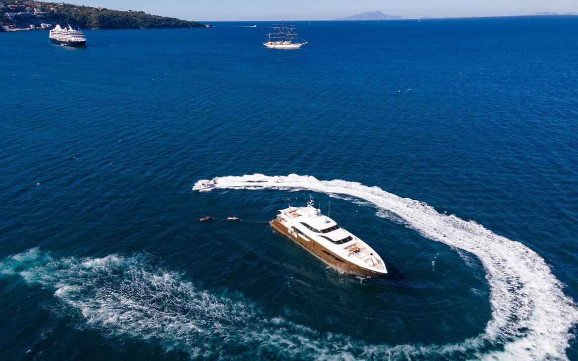Motor Yacht Namaste 8 foredeck
