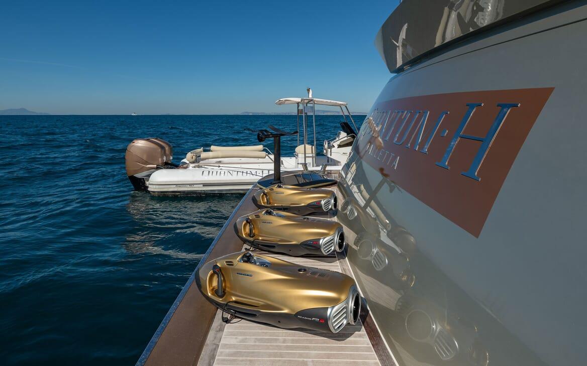 Motor Yacht Namaste 8 aft seating