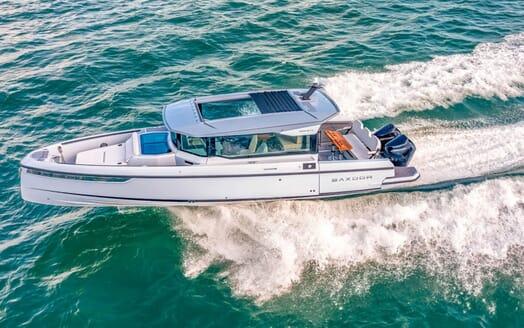 Motor Yacht Namaste 8 salon