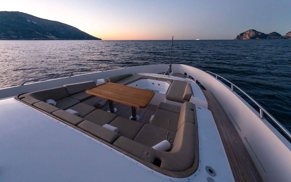 Motor Yacht Namaste 8 sundeck
