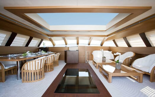 Motor Yacht Namaste 8 sky lounge