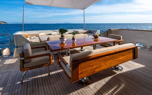 Motor Yacht Namaste 8 hallway