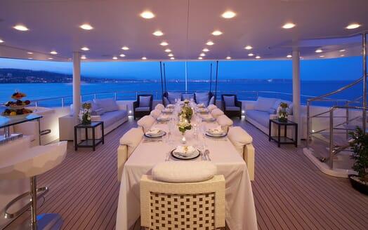Motor Yacht Burkut al fresco dining