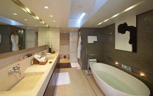 Motor Yacht Burkut bathroom