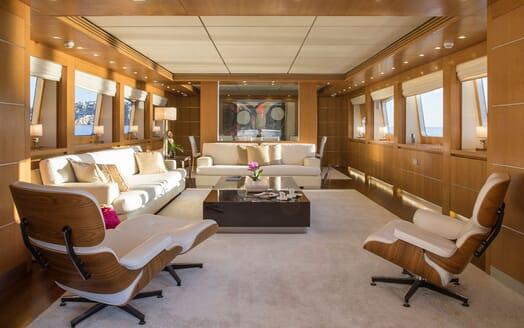 Motor Yacht ALWAYS BELIEVE Main Saloon