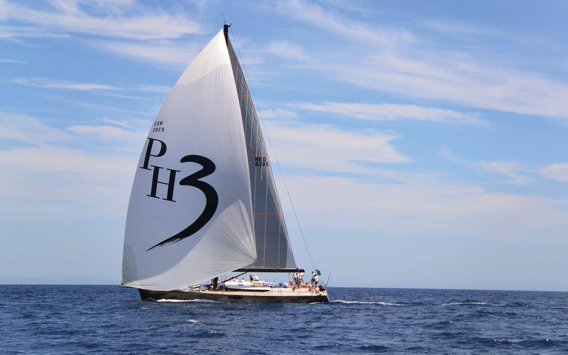 Sailing Yacht PH3 sailing