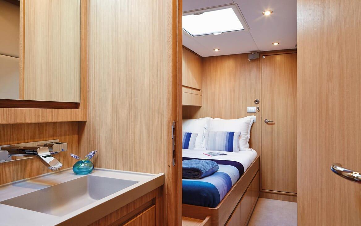 Sailing Yacht PH3 guest cabin