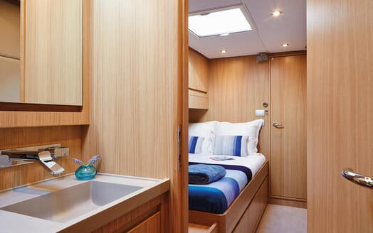Sailing Yacht PH3 guest cabin