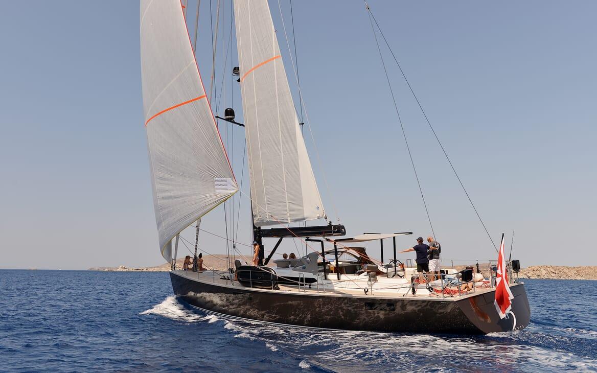 Sailing Yacht PH3 underway