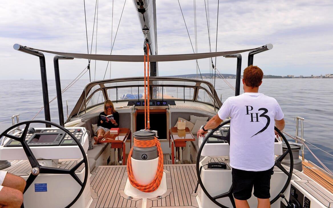 Sailing Yacht PH3 helm