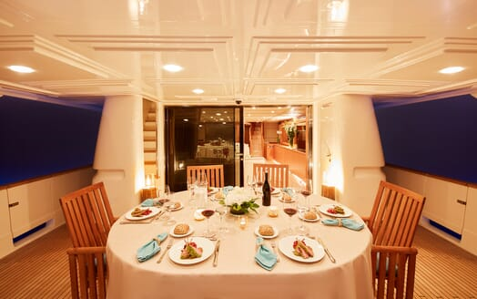 Motor Yacht Deva al fresco dining