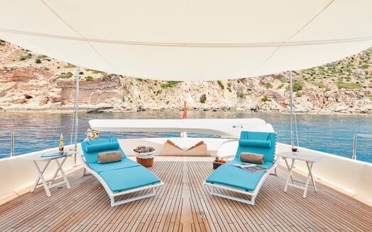 Motor Yacht Deva deck
