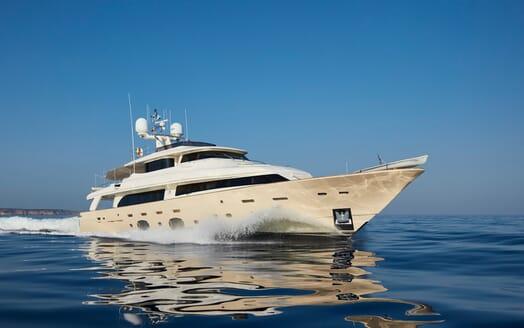 Motor Yacht Deva cruising